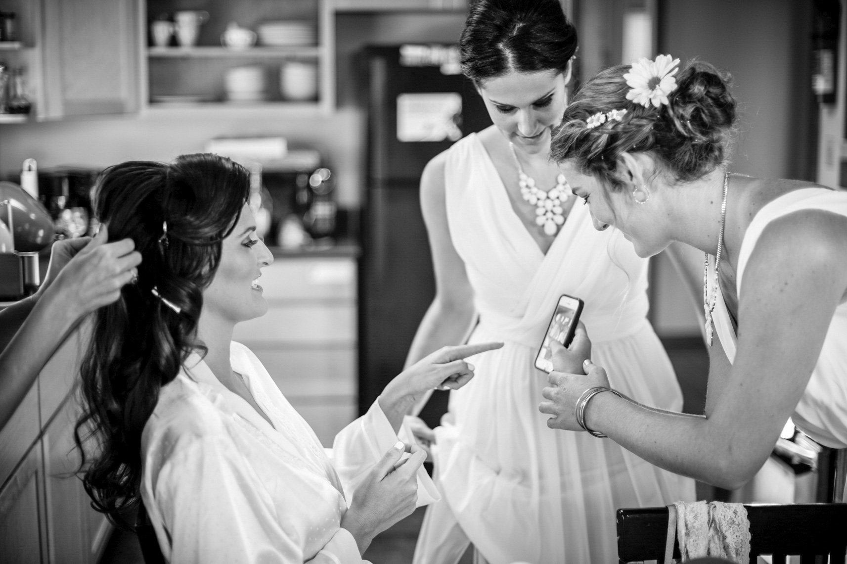 getting-ready-makeup-bride-hair