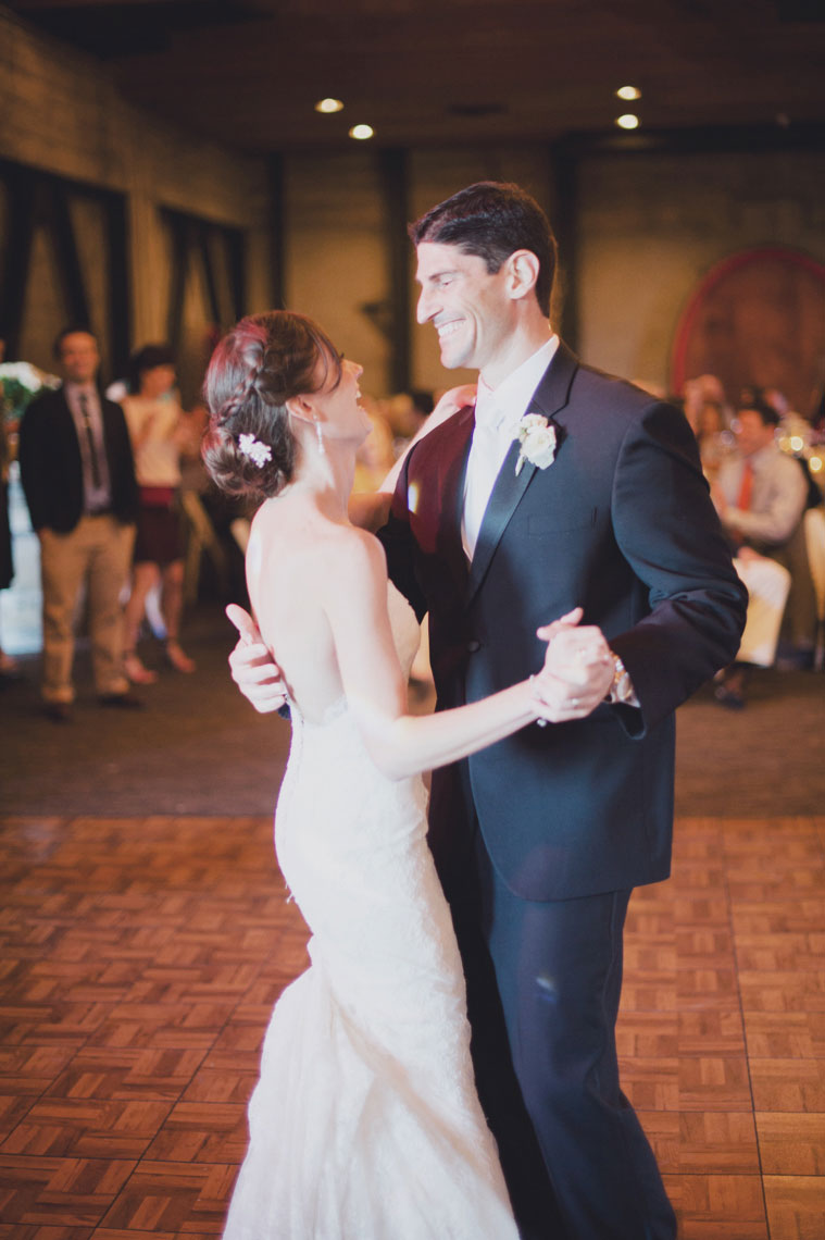 The_Mountain_Winery_saratoga_wedding_first_dance
