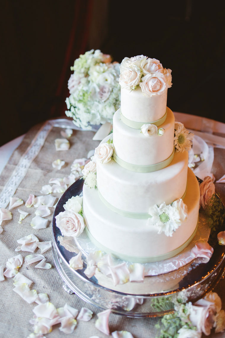 The_Mountain_Winery_saratoga_wedding_cake
