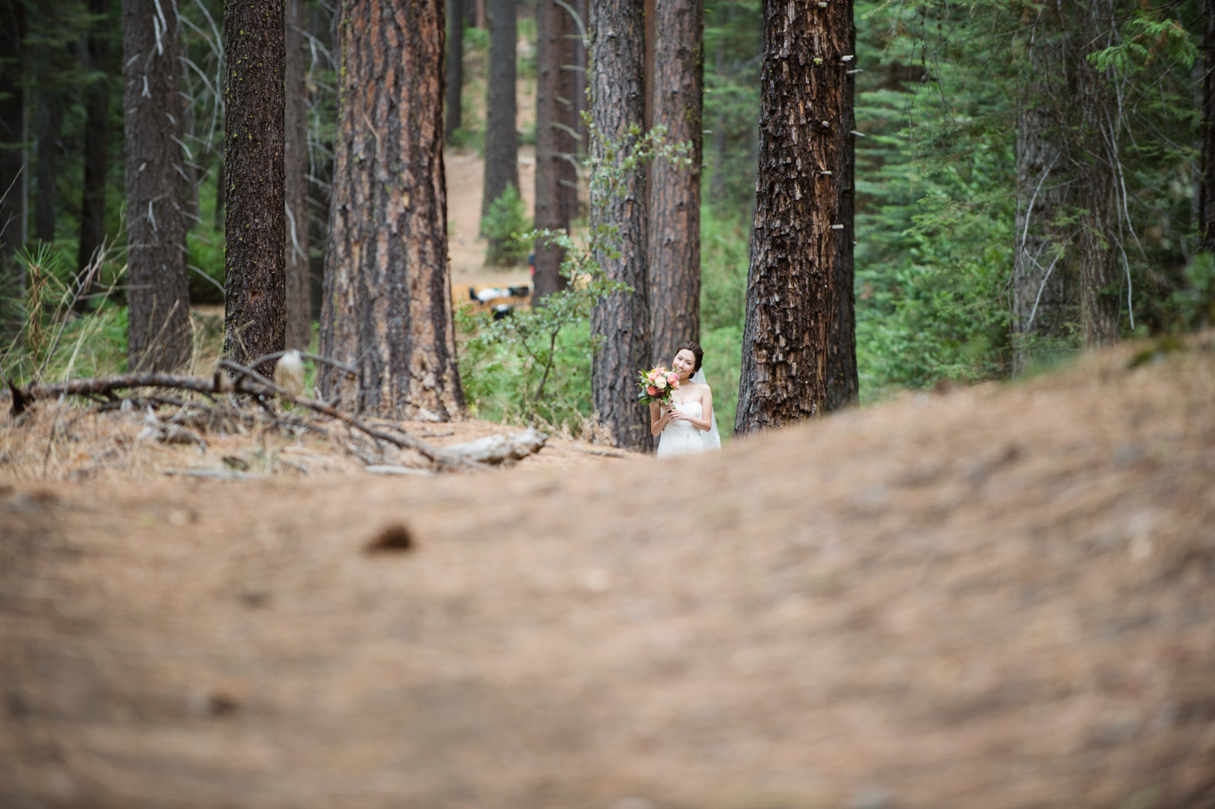 yosemite_wedding_evergreen_lodge_bride_first_look